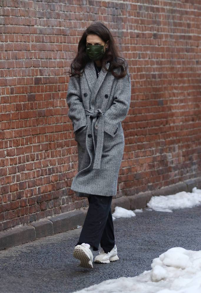 Katie Holmes steps out for a solo stroll on Valentine's Day around Manhattan's Downtown area. 14 Feb 2021 Pictured: Katie Holmes. Photo credit: LRNYC / MEGA TheMegaAgency.com +1 888 505 6342 (Mega Agency TagID: MEGA733474_002.jpg) [Photo via Mega Agency]