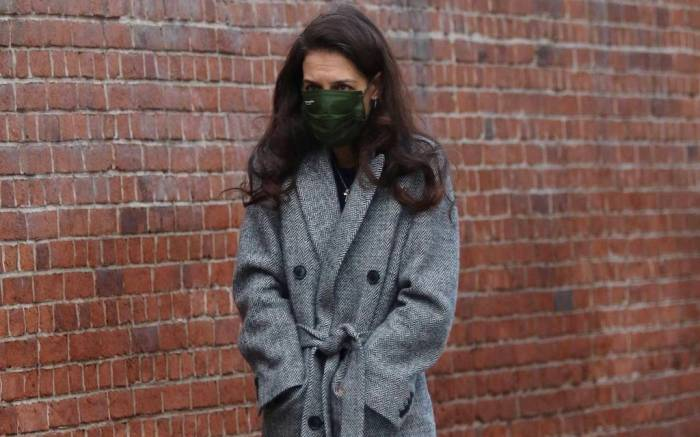 Katie Holmes steps out for a solo stroll on Valentine's Day in NYC