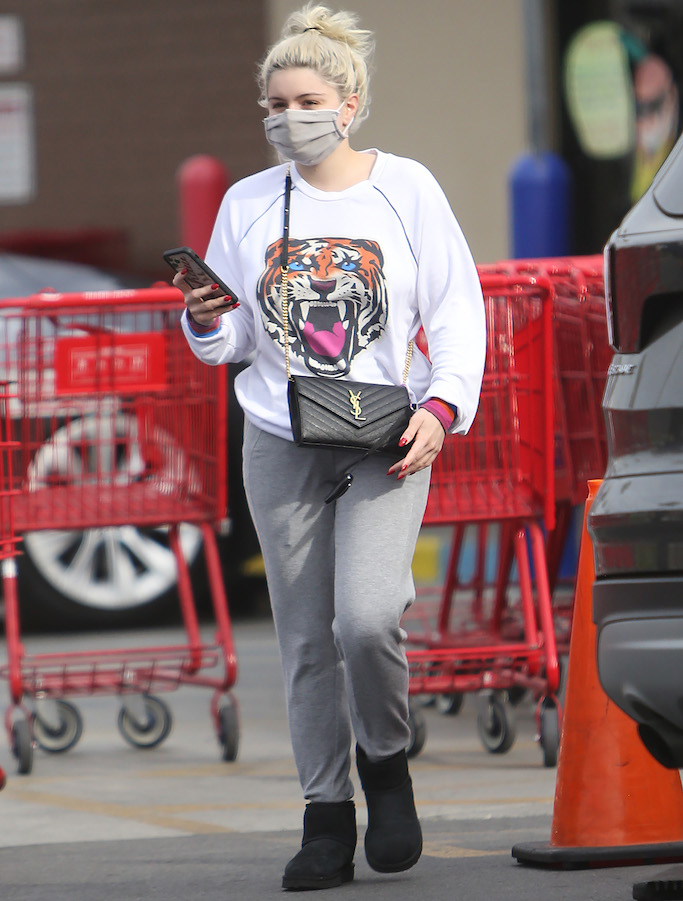 Ariel Winter grabs ice cream to go at Baskin Robbins after grocery shopping at Trader Joes in Studio City. 15 Feb 2021 Pictured: Ariel Winter. Photo credit: CrownMedia/MEGA TheMegaAgency.com +1 888 505 6342 (Mega Agency TagID: MEGA733655_011.jpg) [Photo via Mega Agency]