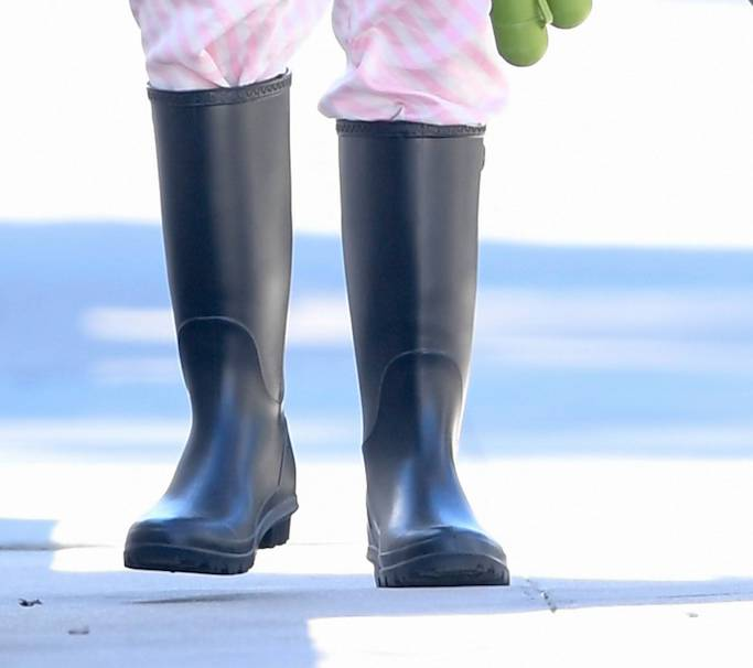 Sara Sampaio, dog walking, pink pajama, L.A., black rain boots