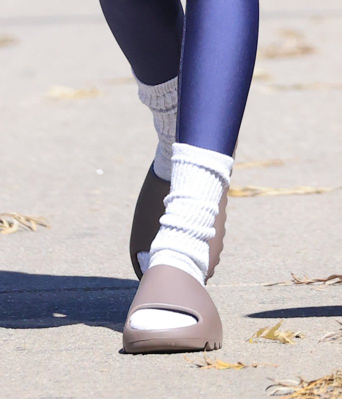 Kendall Jenner shows off her toned physique in a blue outfit as she heads to Pilates. 27 Feb 2021 Pictured: Kendall Jenner. Photo credit: Rachpoot/MEGA TheMegaAgency.com +1 888 505 6342 (Mega Agency TagID: MEGA736176_003.jpg) [Photo via Mega Agency]