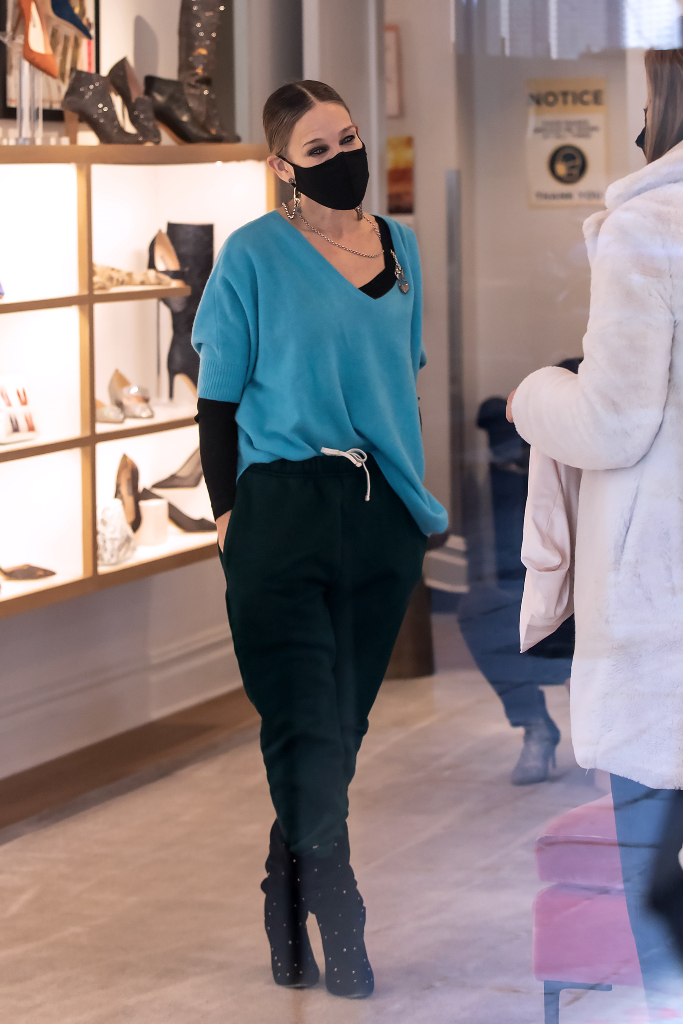 sarah jessica parker, sweats, black scrunch boots, sjp store
