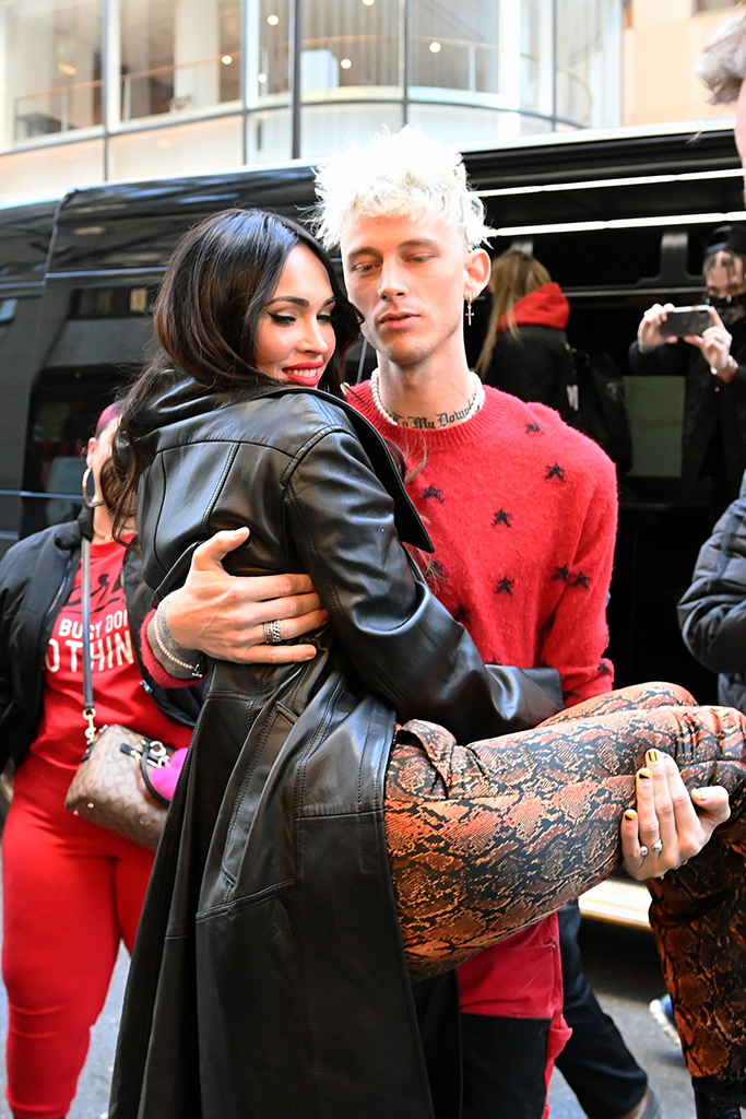 megan fox, macine gun kelly, saturday night live