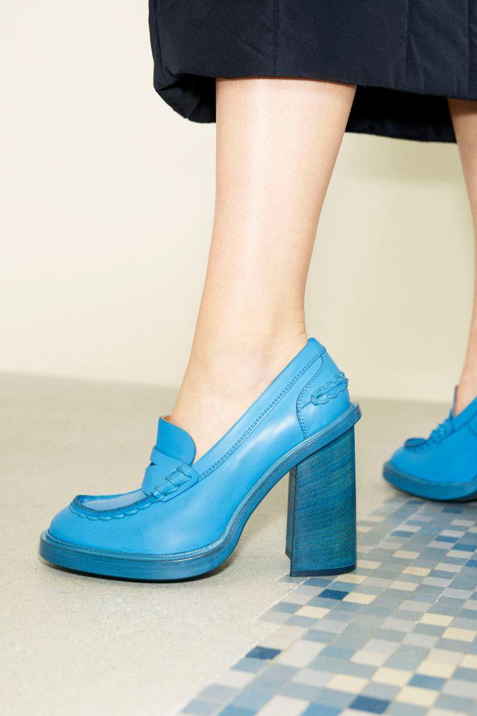 mfw, milan fashion week, milan fashion week top trends, fall 2021 trends, fashion trends, shoes trends, tod's, platform loafers, platform shoes