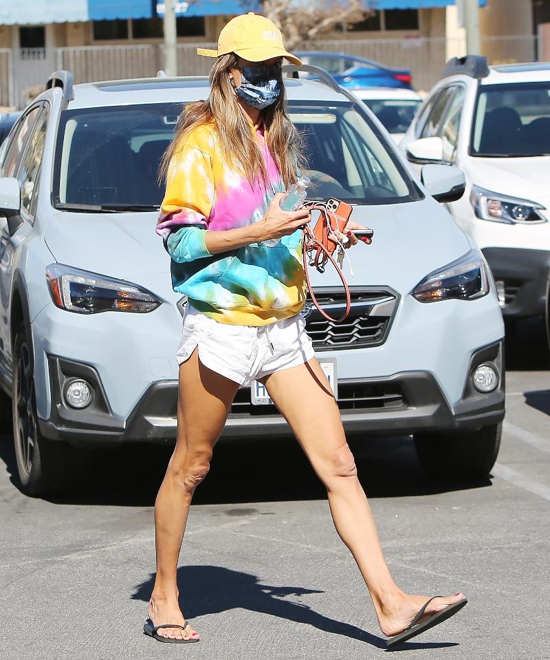 alessandra ambrosio, shorts, sweatshirt, tie-dye hoodie, hat, sandals, thong, flip flops, havaianas, los angeles