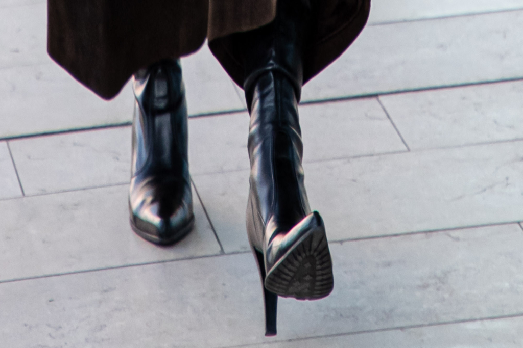 bella hadid, pointy boots, milan italy