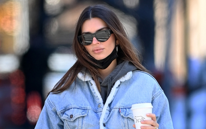 Emily Ratajkowski and her husband Sebastian Bear-McClard go out for a walk and shopping some groceries and getting their coffee in New York CityPictured: Emily Ratajkowski,Sebastian Bear-McClardRef: SPL5212355 210221 NON-EXCLUSIVEPicture by: Elder Ordonez / SplashNews.comSplash News and PicturesUSA: +1 310-525-5808London: +44 (0)20 8126 1009Berlin: +49 175 3764 166photodesk@splashnews.comWorld Rights, No Poland Rights, No Portugal Rights, No Russia Rights