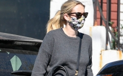 emma roberts, groufit, socks with sandals