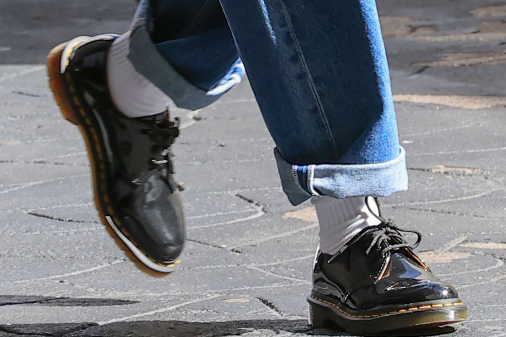 hailey baldwin, jeans, tank top, blazer, leather blazer, dr martens, brogues, derby shoes, socks, bottega veneta, los angeles