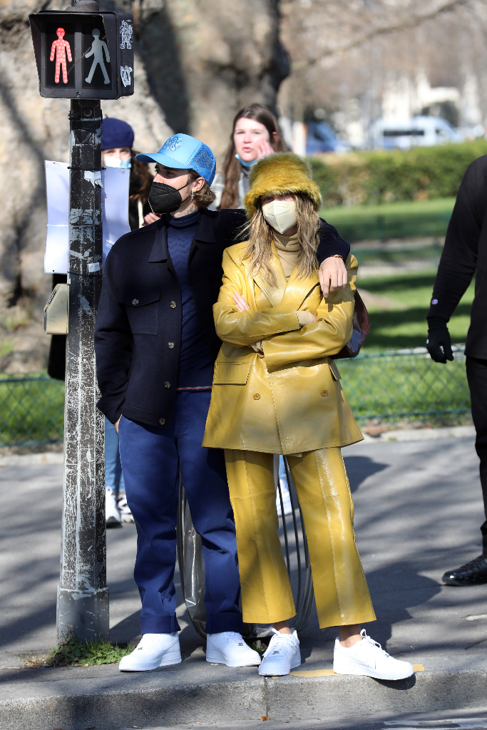 justin bieber, hailey baldwin, yellow suit, air force 1 sneakers