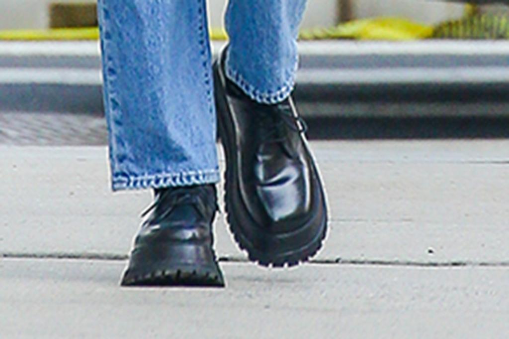 irina shayk boots, irina shayk style, irina shayk 2021
