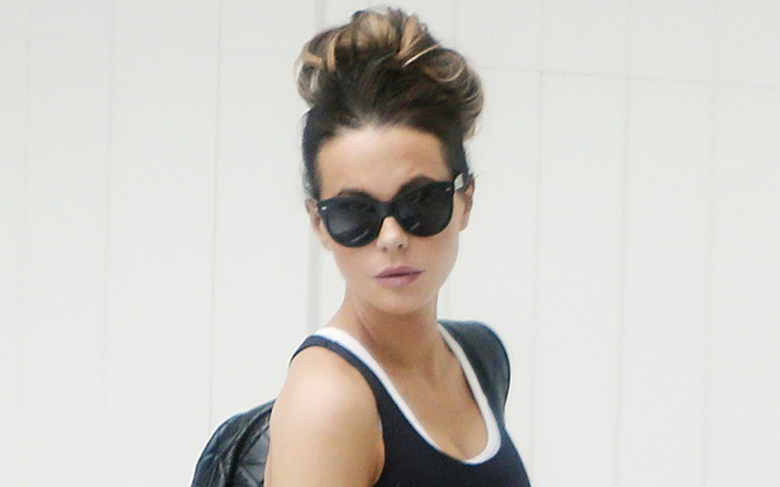 kate-beckinsale-sports-bra-leggings