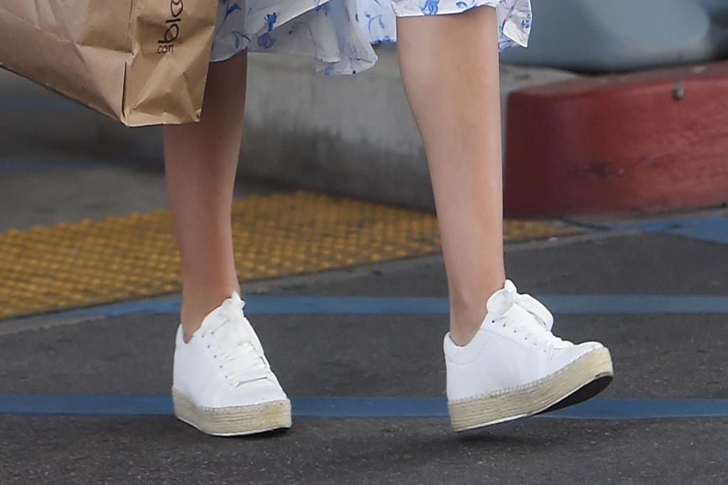 katharine mcphee, platform sneakers, white sneakers