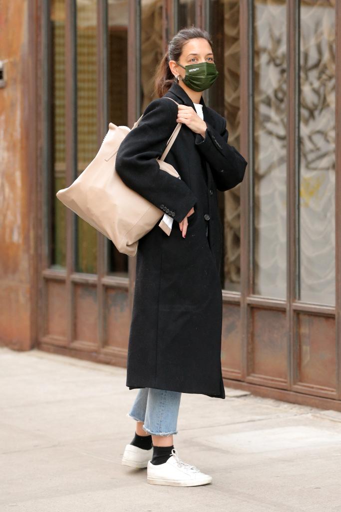 Katie Holmes, black coat, straight leg jeans, white sneakers