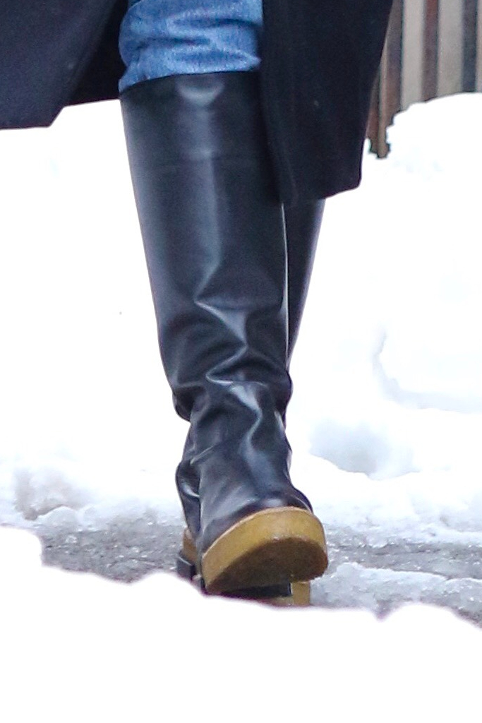 katie holmes, slouch boots, snow, new york city