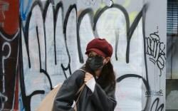 katie holmes, wool coat, straight-leg denim,