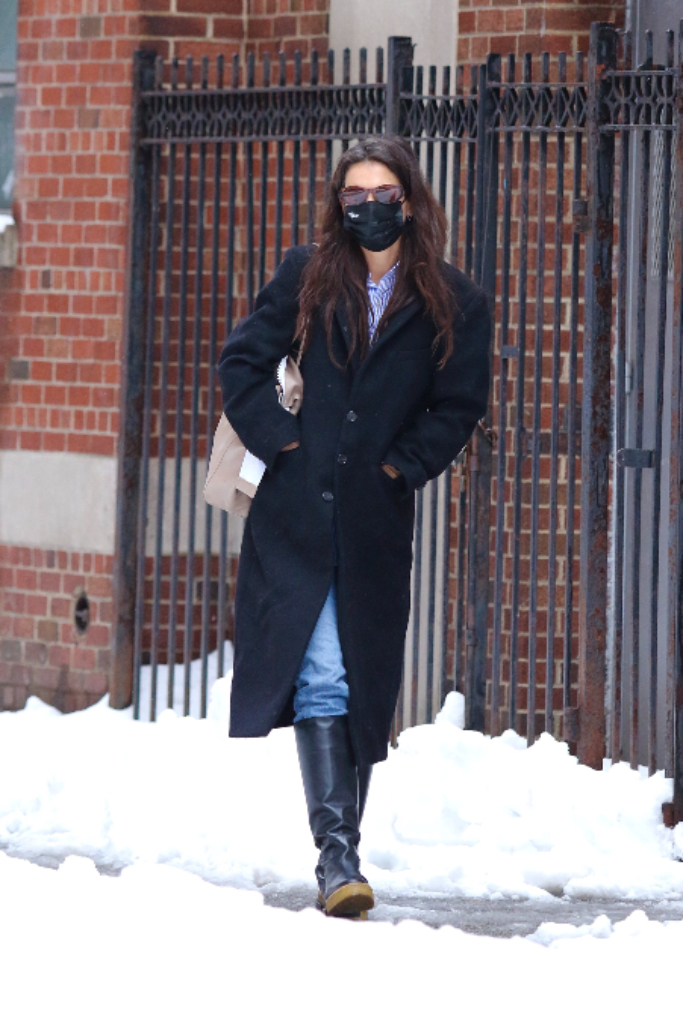 Katie Holmes, Wool Coat, Baggy Jeans, Slouch Boots, New York