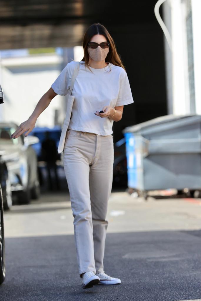 kendall jenner, white t-shirt, tan jeans, converse