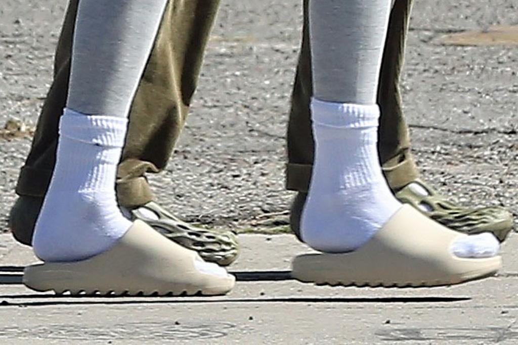 kendall jenner, leggings, sweatshirt, workout, socks, slides, yeezy, los angeles, skims face mask