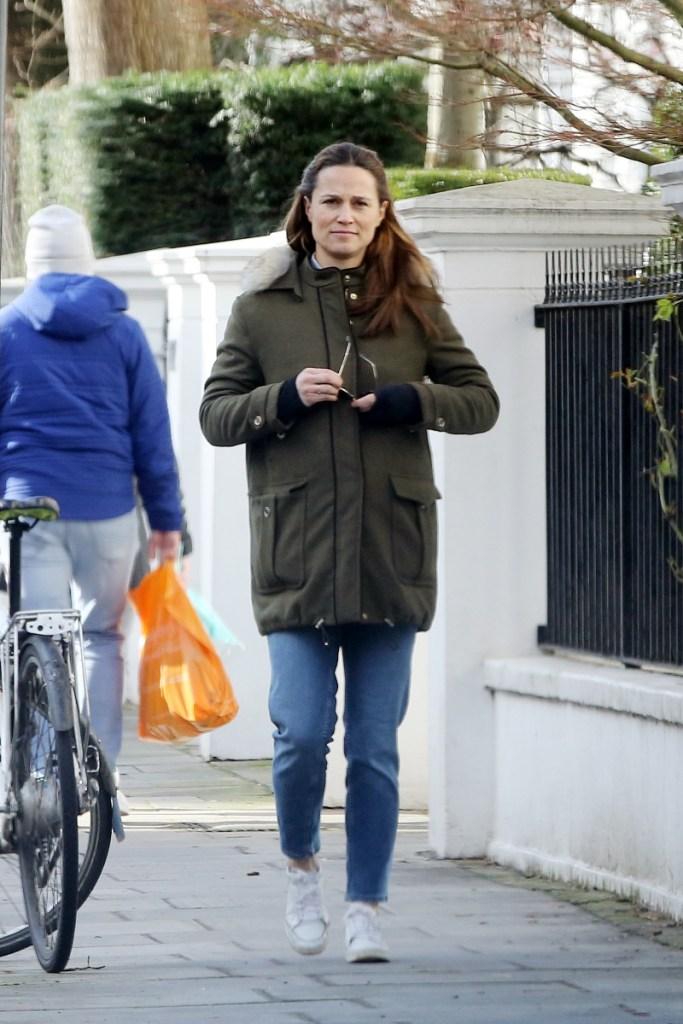 pippa middleton, jeans, sneakers, jacket, army green, london, street style, walk