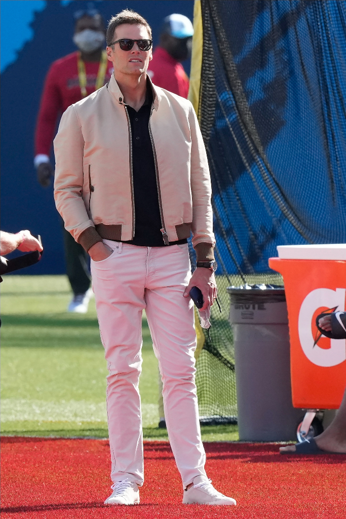 tom brady, beige jacket, jeans, sneakers, tom ford, super bowl 2021