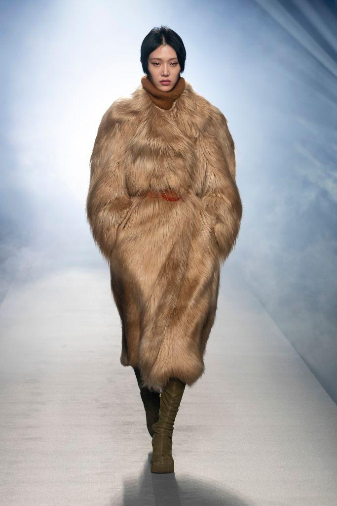 alberta ferretti, mfw, milan fashion week, milan fashion week top trends, fall 2021 trends, fashion trends, shoes trends