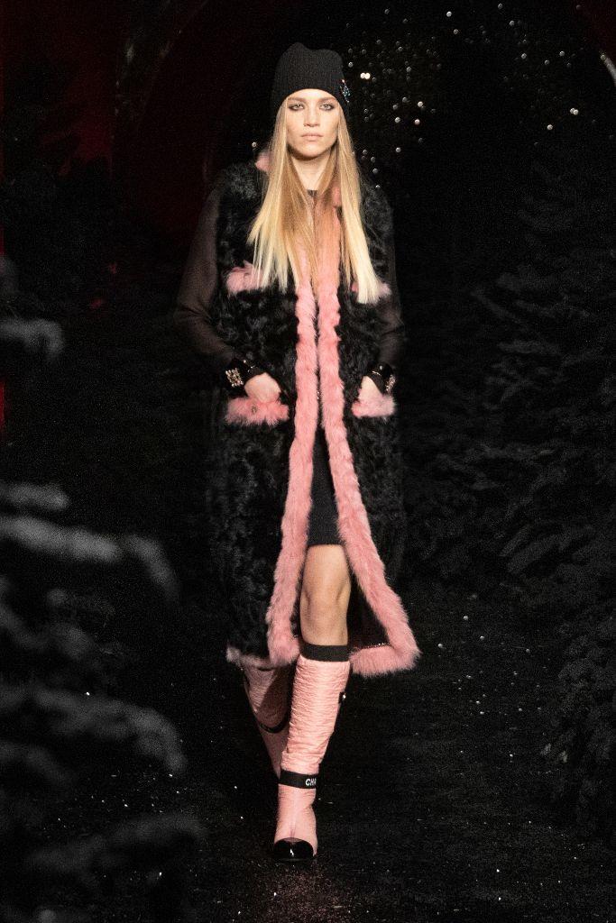 chanel, chanel fall 2021, fall 2021, pfw, paris fashion week, chanel boots, chanel bag, fashion, chanel fashion