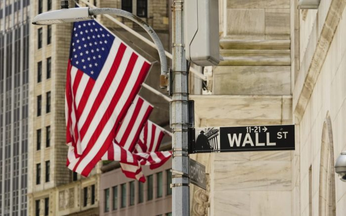 A view of american flags at New York Stock Exhange during the coronavirus pandemic on May 20, 2020 in Wall Street, New York City. COVID-19 has spread to most countries around the world, claiming over 316,000 lives with over 4.8 million infections reported. (Market Watch)— Dow, S&P 500 weakness belie positive NYSE market breadth. (Photo by John Nacion/NurPhoto via AP)