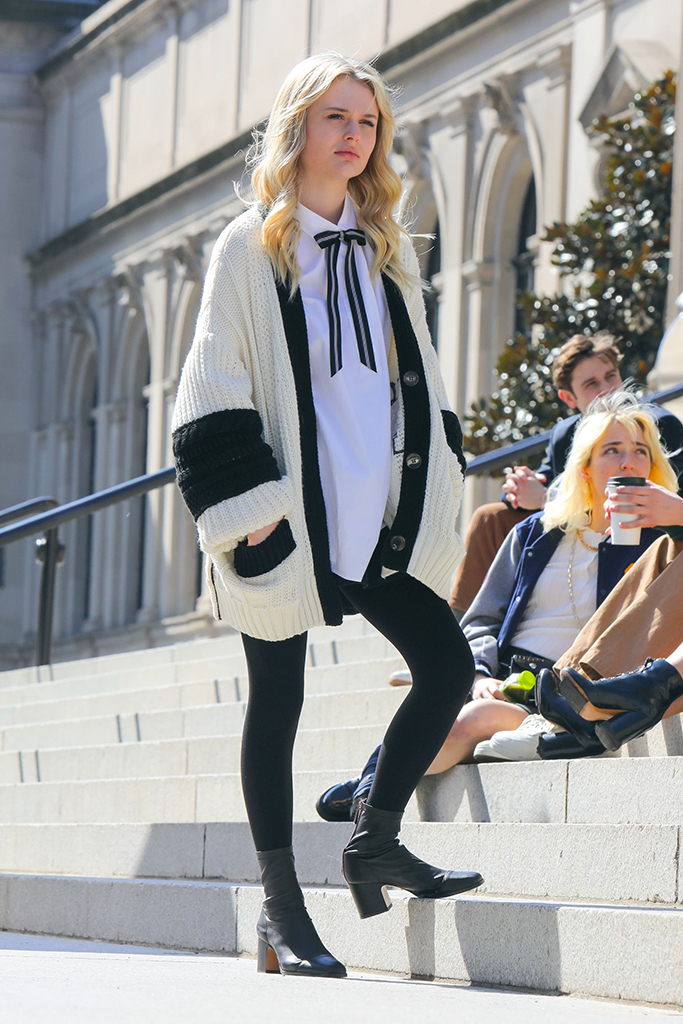 Emily Ayn Lind, gossip girl 2021, gossip girl footwear