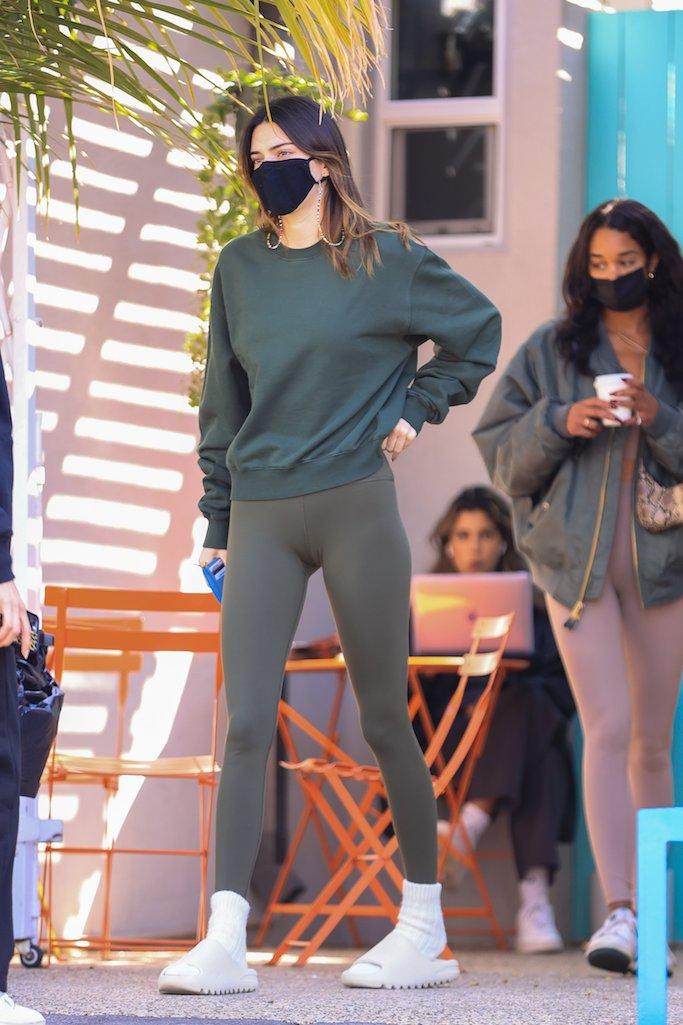 Kendall Jenner, Yeezy, slides