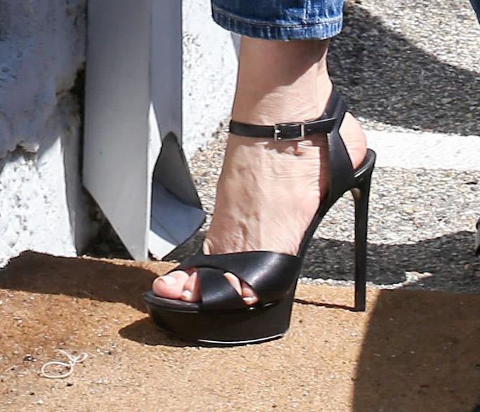 Sofia Vergara, tie dye, ripped jeans, platform sandals, black sandals, dolce and gabbana
