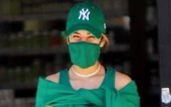 Addison Rae, green crop top, sweats,