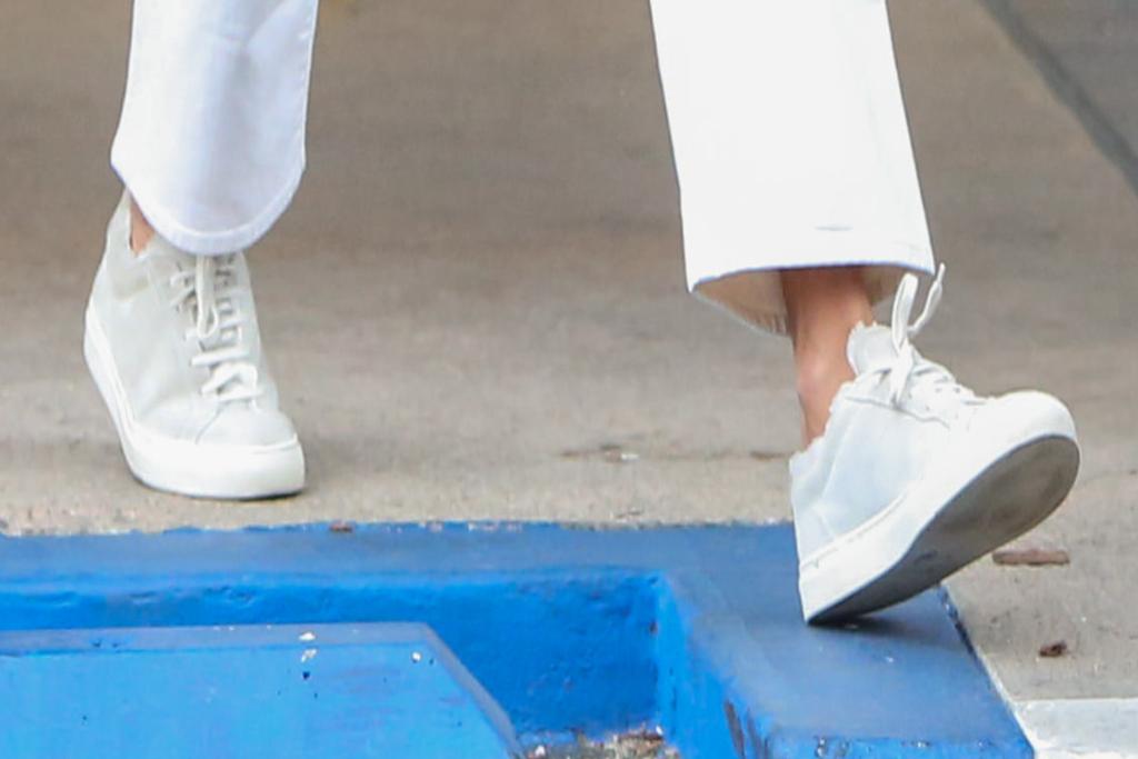 Alessandra Ambrosio, gray sneakers, los angeles