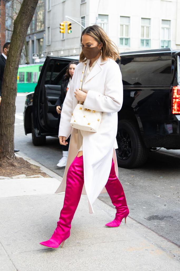 chrissy teigen, white coat, white dress, pink boots