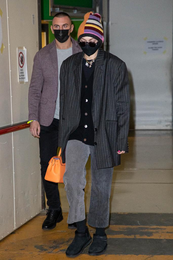Gigi Hadid, cardigan, blazer, jeans, ugg mini boots