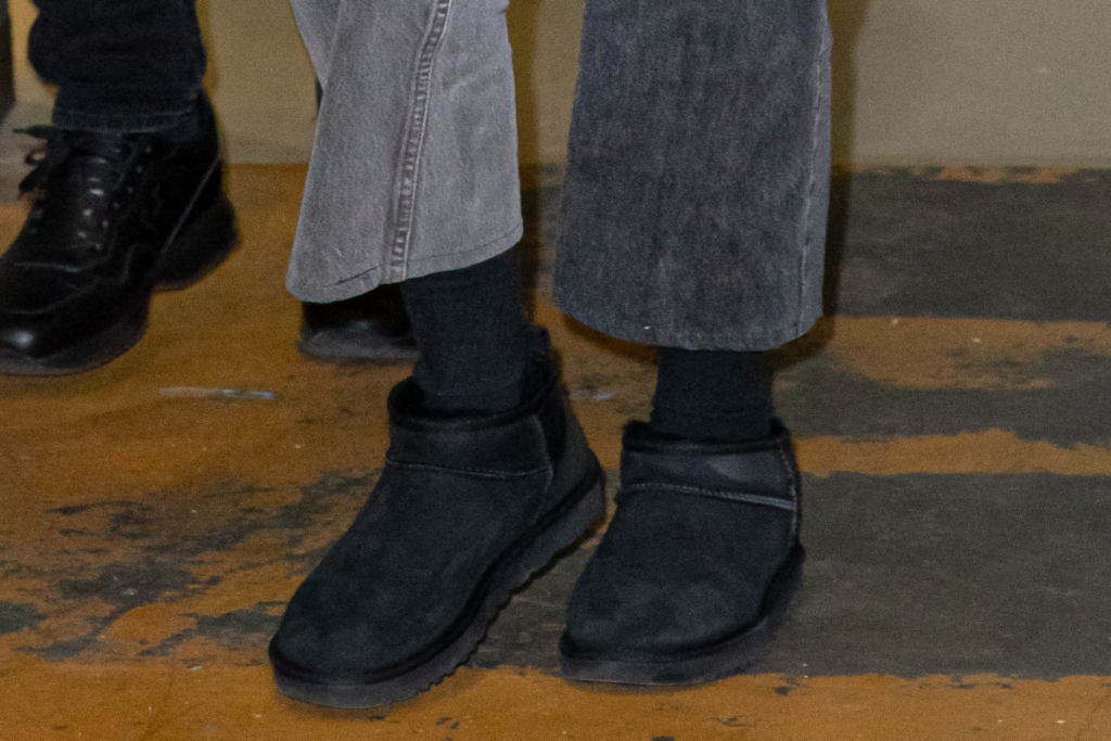 gigi hadid, ugg mini boots, milan, italy