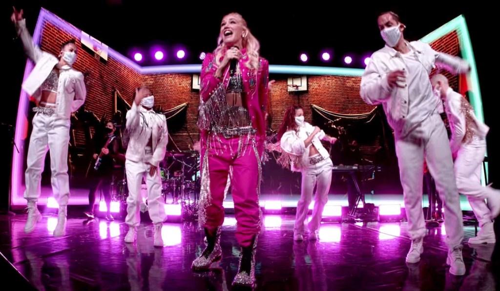 gwen stefani, pink jacket, pants, glitter, fringe, boots, combat boots, jimmy kimmel, performance, song, slow clap