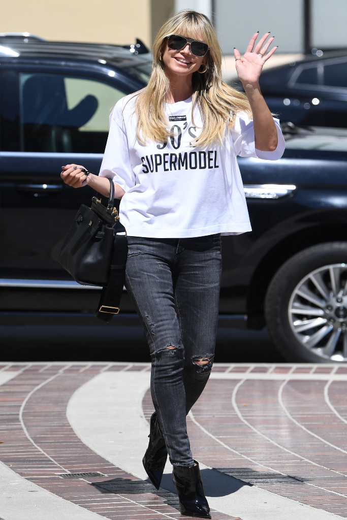 heidi klum, white t-shirt, black jeans, black booties