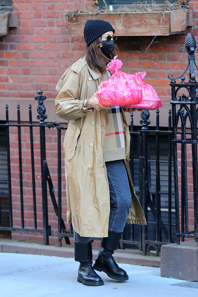 irina shayk, sweater, coat, jeans, boots, new york