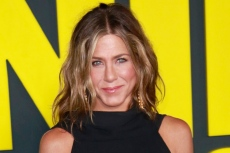 Jennifer Aniston' Sleeveless Shirt & Houndstooth Pencil Skirt Will Make You Almost Miss Office Attire