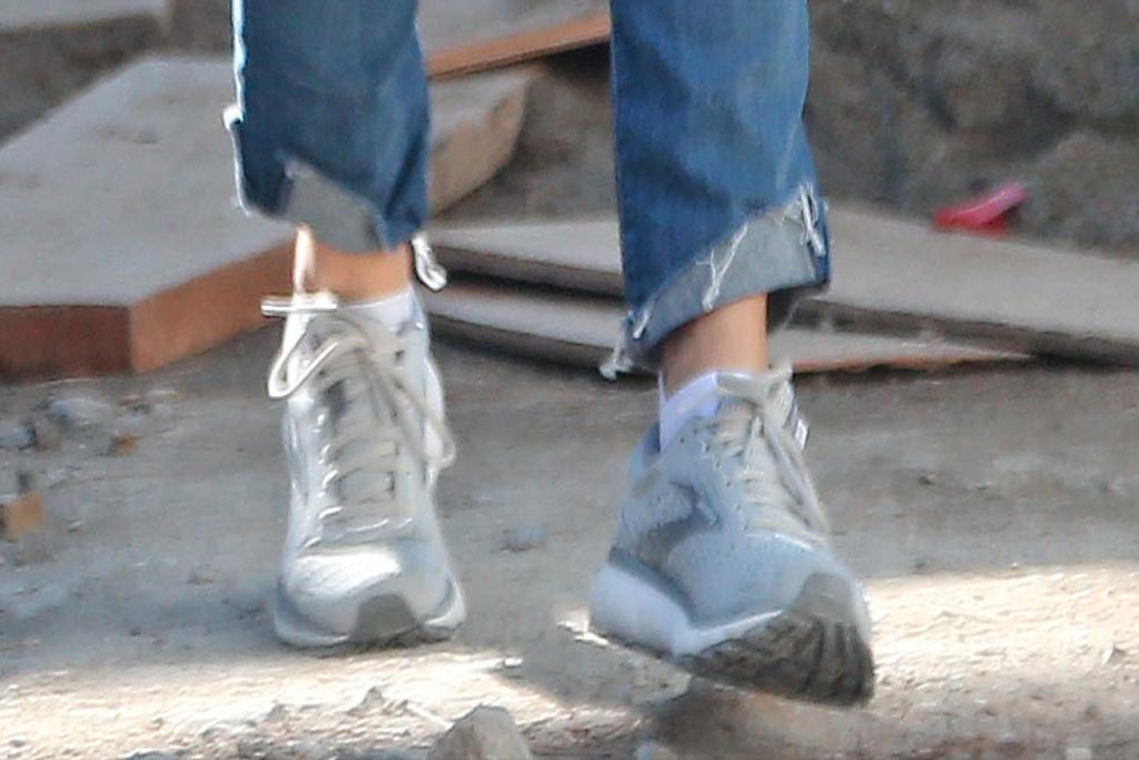 jennifer garner, brooks sneakers, brentwood, california