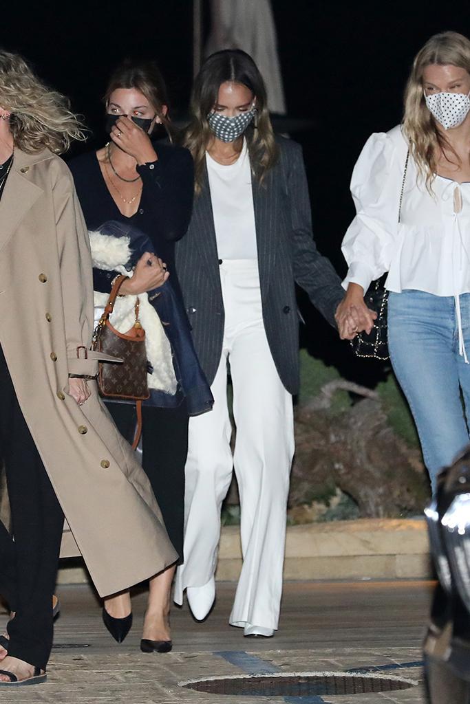 jessica alba, nobu malibu, blazer, monochrome outfit, white leather boots