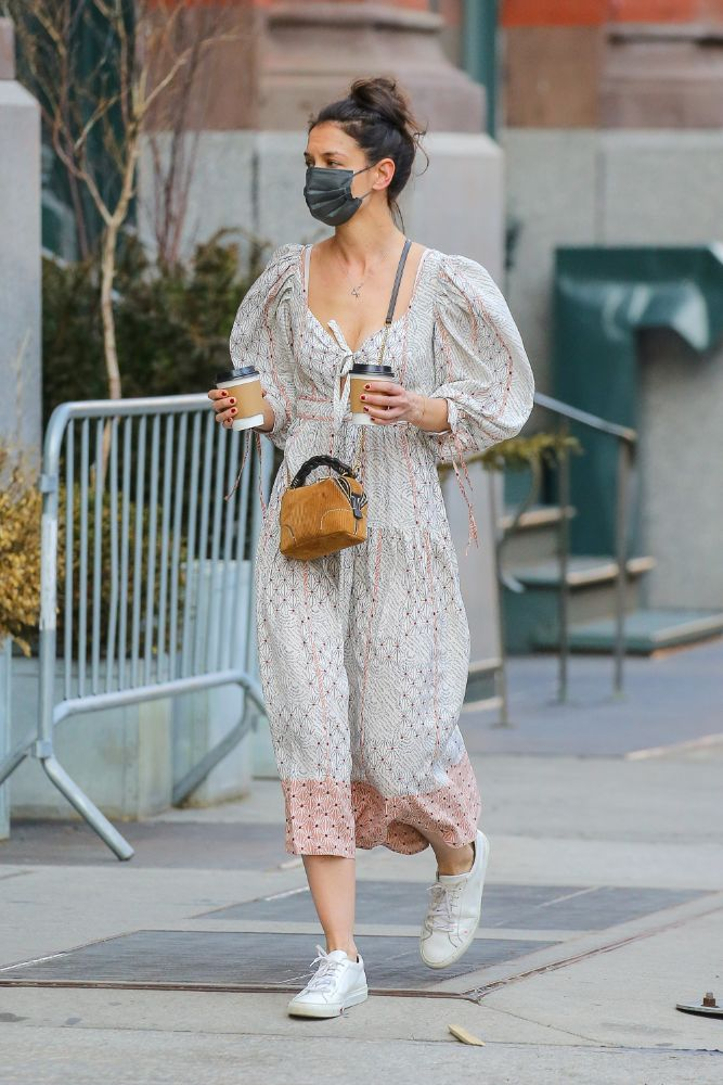 katie holmes, dress, floral dress, tied, purse, coffee, new york, sneakers, common projects