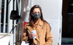 katie holmes, camel coat, sweater outfit,