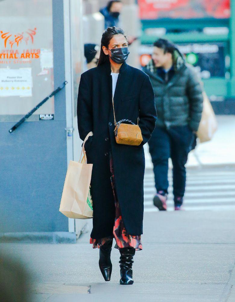 katie holmes, skirt, coat, shirt, boots, new york, evolvetogether, shop