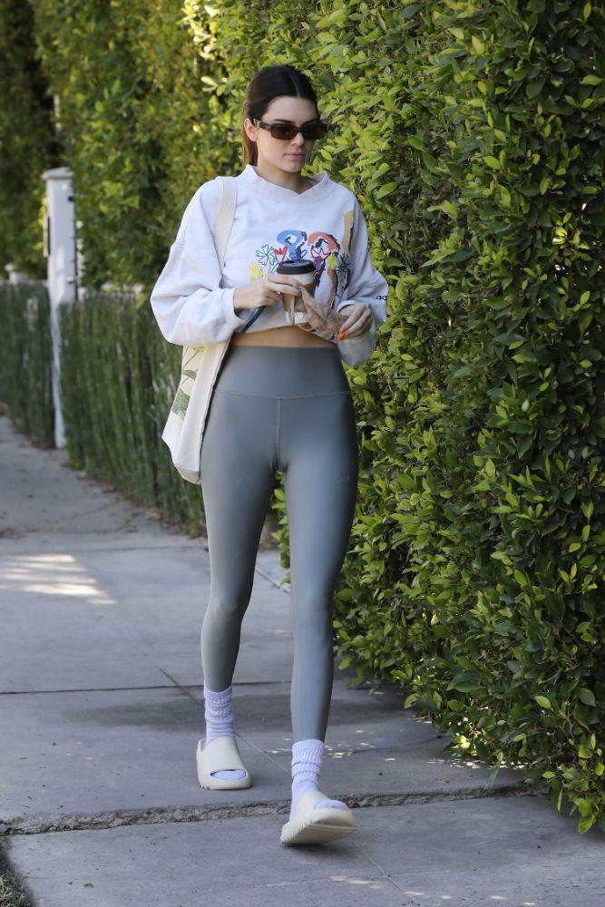 kendall jenner, leggings, workout, crop top, sweatshirt, pilates, yeezy, socks, la