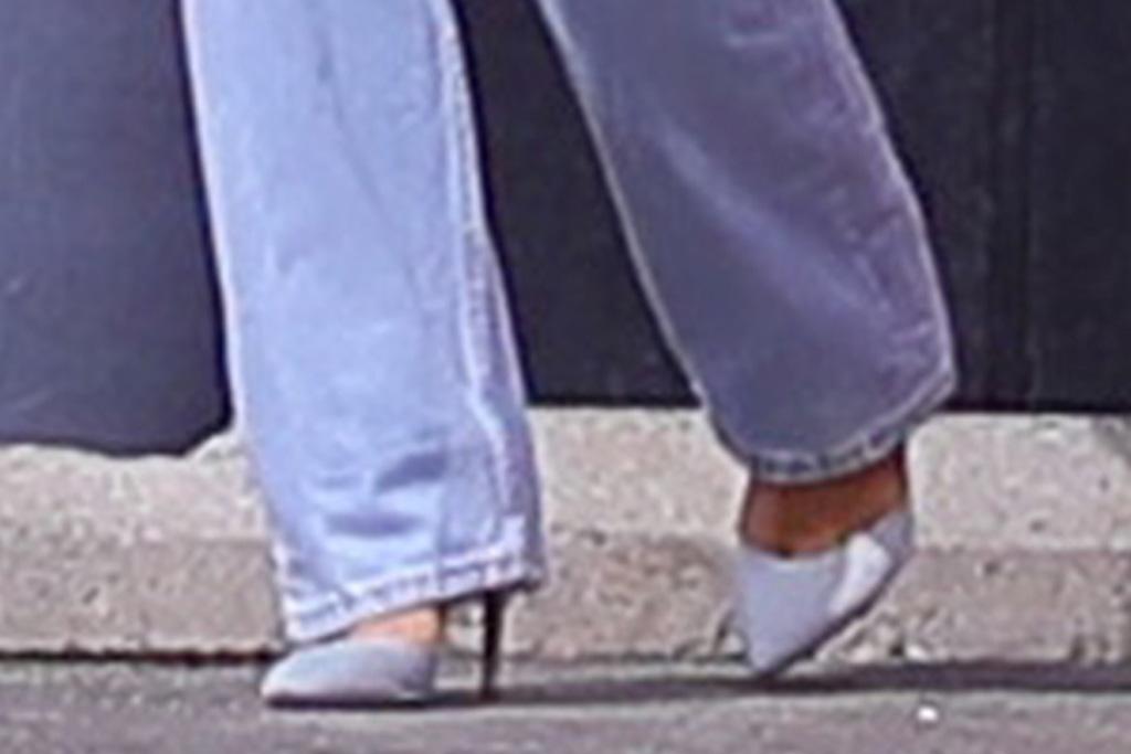 kylie jenner, jeans, heels, stormi, daughter, shirt, car, los angeles, face mask, skims, mom jeans, la