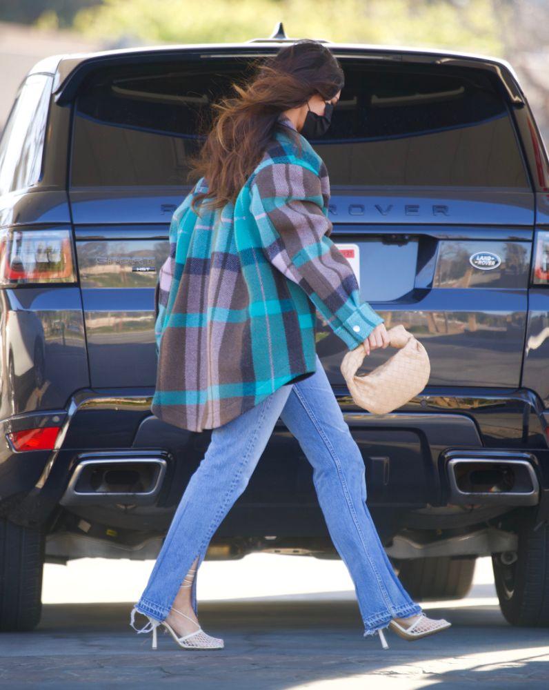 megan fox, crop top, jeans, flannel, mesh heels, pumps, gas, car, los angeles