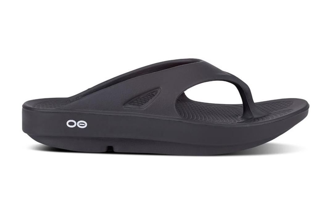 oofos, flip flop, guy fieri sandals
