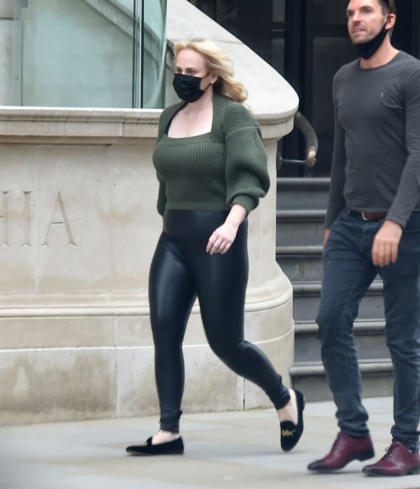 rebel wilson, leggings, leather, sweater, ribbed, green, loafers, london, hotel